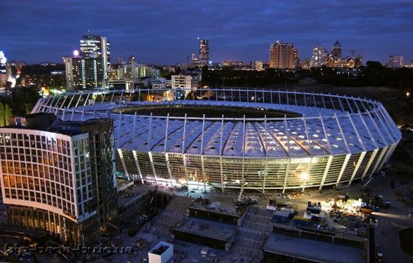 Легендарный стадион лужники - домашнюю арену самых титулованных московских клубов и футбольной сборной нашей страны