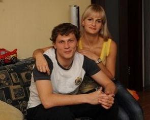 Жена Пятова впервые поцеловала его за отбитый пенальти