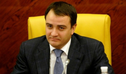 Президент ФФУ едет к Платини отстаивать Полтаву и Днепр