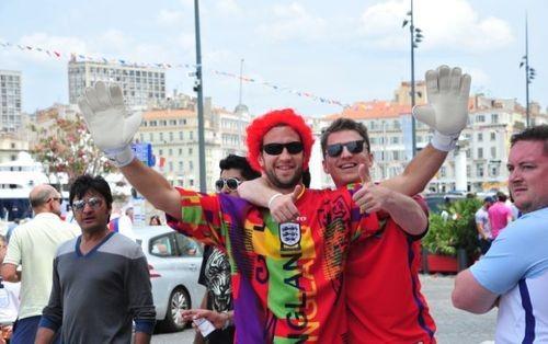 Вглобальной сети появилось видео потасовки английских и русских фанатов вМарселе
