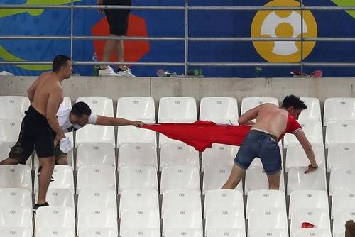 Фанаты устроили потасовку прямо на трибунах стадиона «Велодром»