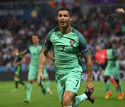 Роналду сравнялся сМишелем Платини поколичеству голов начемпионатах Европы