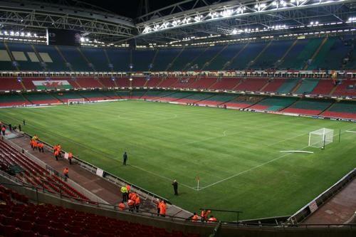 Победители Лиги чемпионов иЛиги Европы будут получать кубки наполе