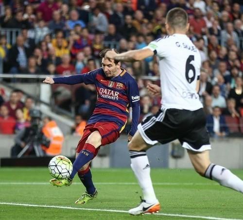 Иньесту унесли наносилках на14-й минуте матча «Валенсия»— «Барселона»