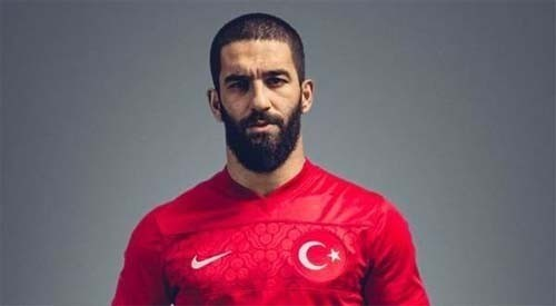Футболист «Барселоны» Туран исключен изсборной Турции после нападения на корреспондента