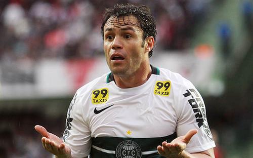 Клебер получил 15 матчей дисквалификации занеподобающее поведение вматче чемпионата Бразилии