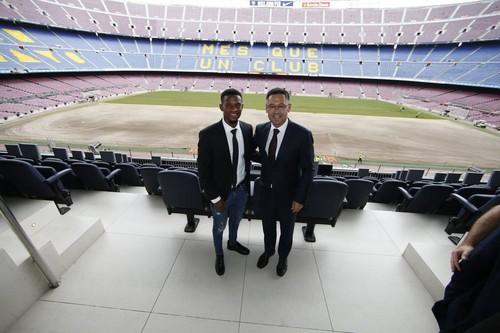 «Барселона» объявила опереходе футболиста Семедо, выступавшего за«Бенфику»