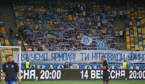 Фанаты раздели футболистов Карпат запозорное поражение