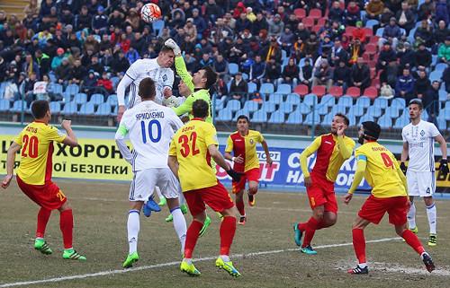 Динамо проигрывает Зирке, пропустив два мяча соштрафных— Позор какой-то