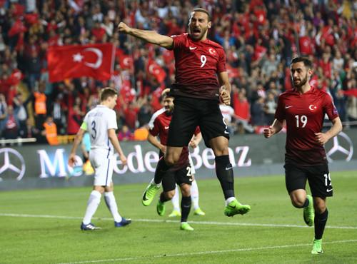 Дубль Тосуна всамом начале матча принес Турции вторую победу вгруппе
