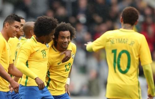 Бразилия уверенно разобралась сЯпонией втоварищеском матче