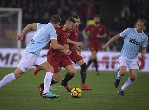 «Рома» обыграла «Лацио» иподнялась на 3-е место всерии А