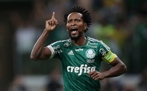 Известный бразильский хавбек ЗеРоберто заканчивает карьеру в43 года