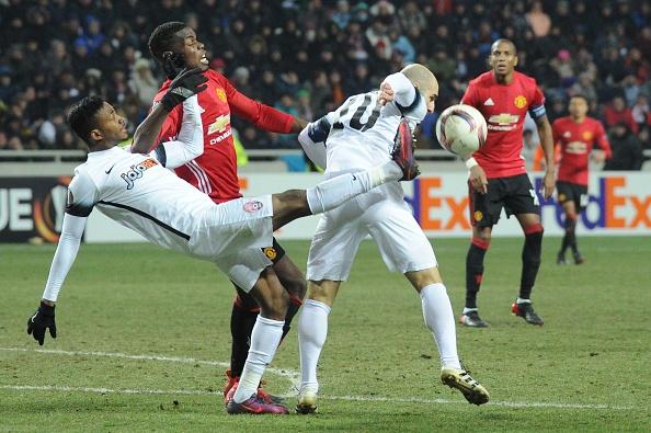 Никита Каменюка в матче с Манчестер Юнайтед
