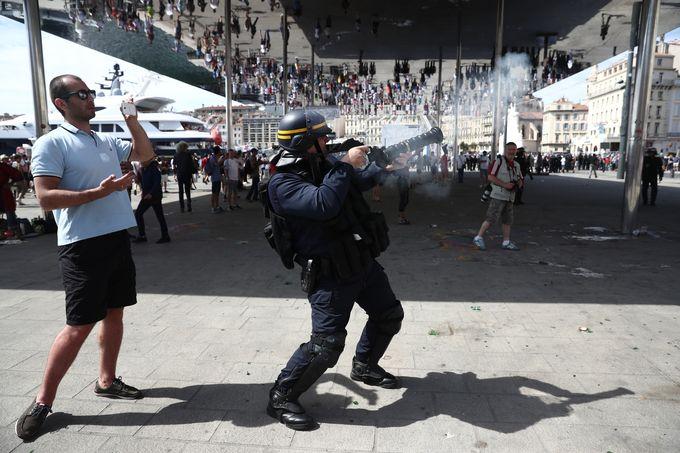 В Марселе произошли столкновения между фанатами сборных России и Англии