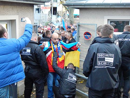 Украинским фанам устроили тщательный досмотр в Люксембурге